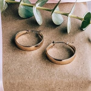 Vestique Gold Chunky Hoops